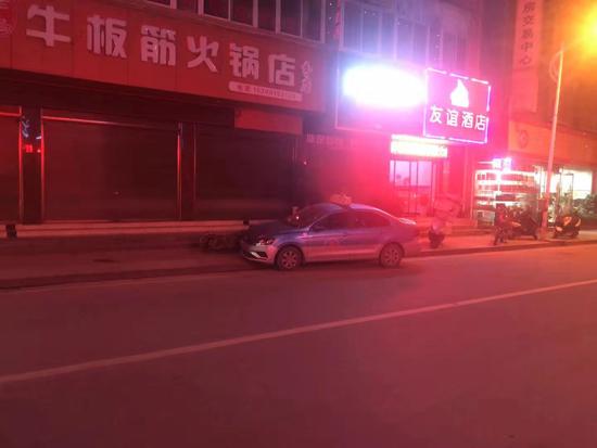 一乘客醉酒抢夺出租车方向盘酿车祸 被刑拘