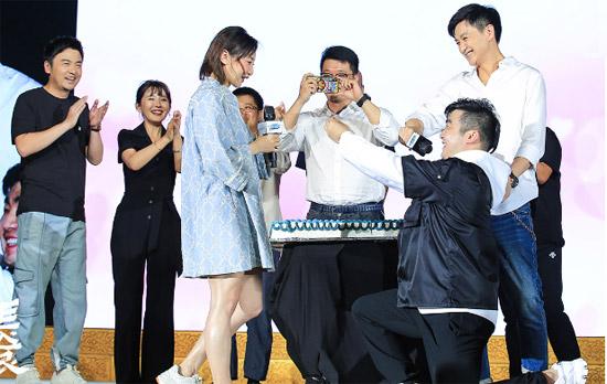 何雯娜被求婚 男友是《长安十二时辰》总制片人
