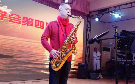 6旬农民刘太平举办萨克斯个人演奏专场晚会