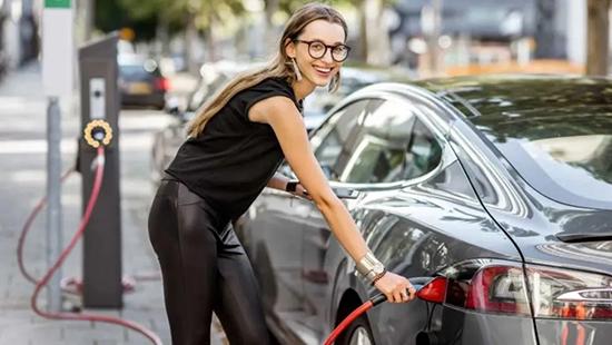 为什么开惯电动汽车的人,再也不想换回燃油车了?